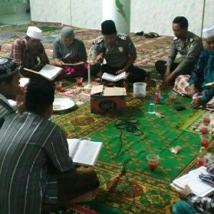 Sambut Nuzulul Qur'an, Polsek Pasean dan Remas Bertadarus