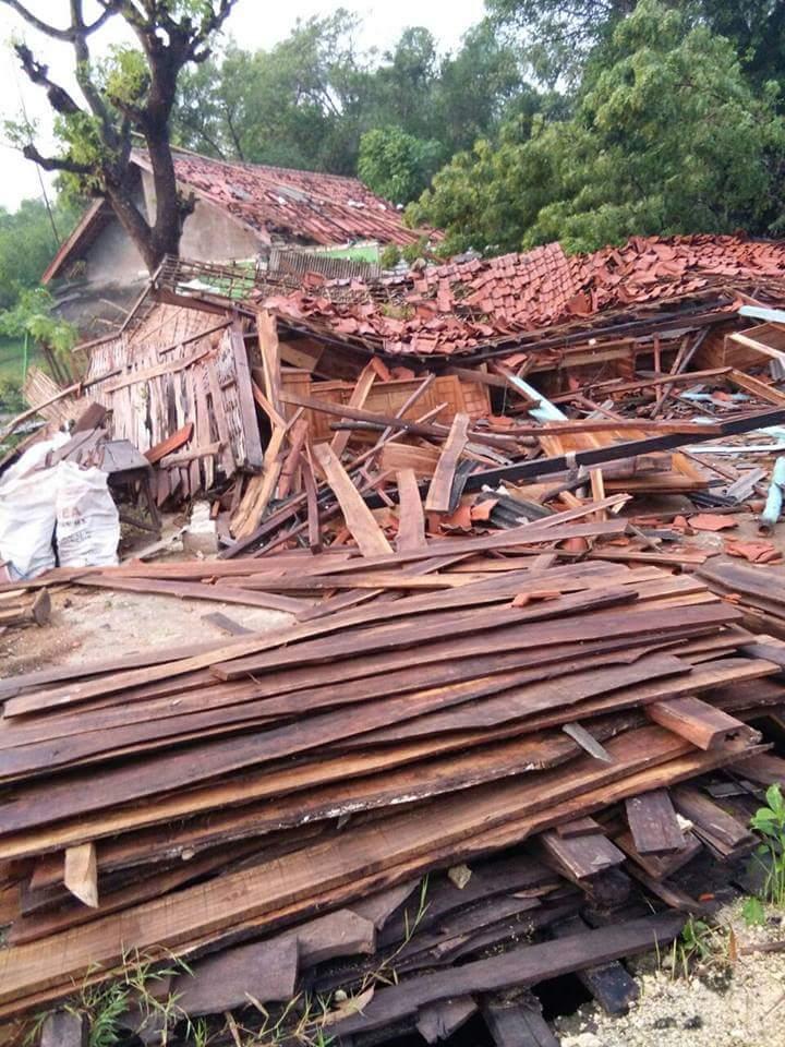 Puting Beliung Hancurkan Puluhan Rumah Warga Madura