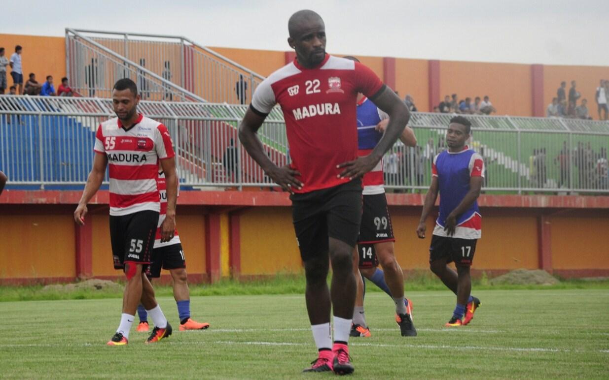 Menjelang Liga 1, Greg Nwokolo Diterpa Cedera