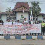 Nunggak Raperda, FKMS Demo DPRD Sumenep