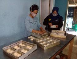 KKN UIJ Bantu Tingkatkan Omset Penjualan Roti